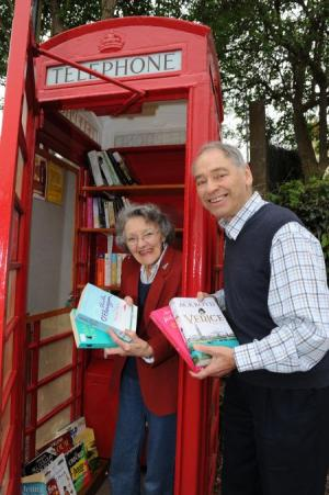 Staplehay phone box becomes a library (UK)