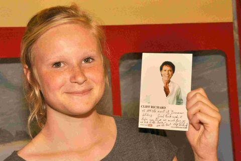 Emily Thorne with her message from Cliff Richard