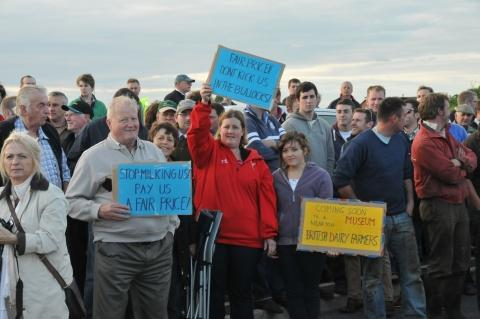 This is The West Country: Farmers protested at Robert Wiseman dairy in Bridgwater