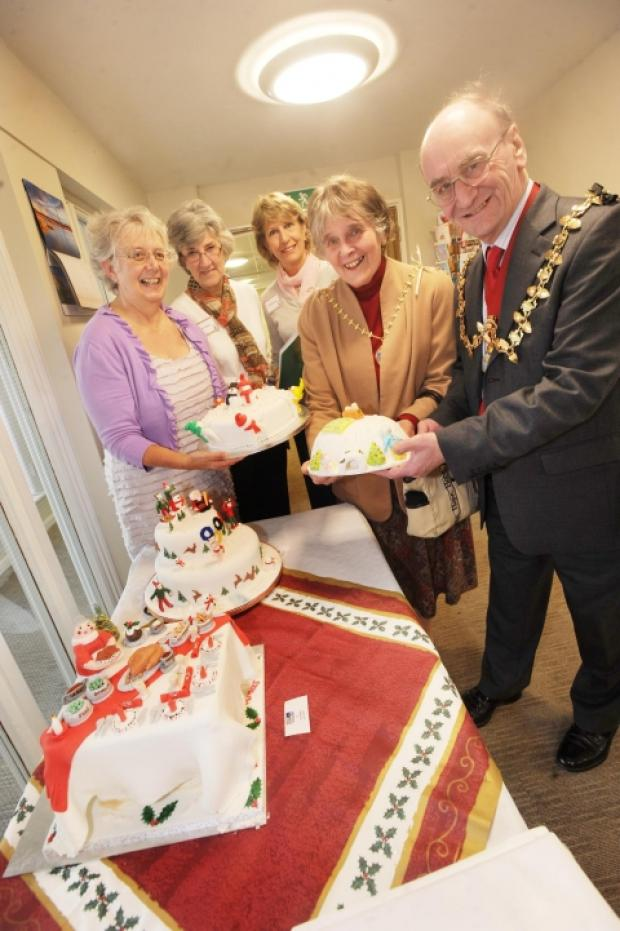 Sue Johnson, Pat Fowler, Deanne Weeks, Mayoress Ann Hall and Mayor Terry Hall.