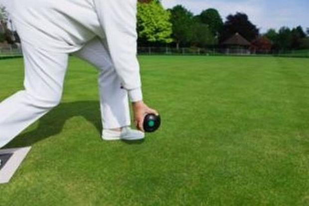 BOWLS: Chard cope well on tricky mat