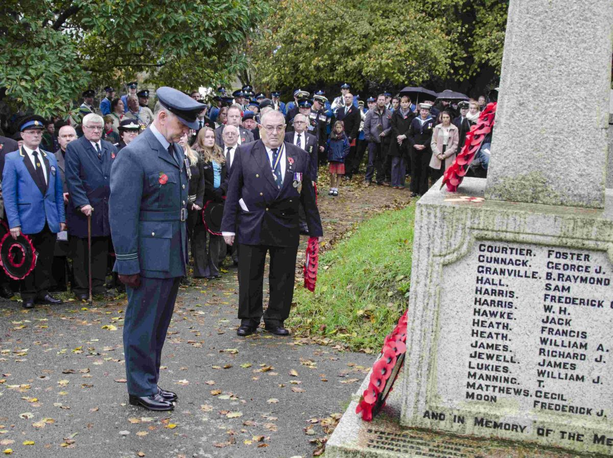 Helston, Porthleven and the Lizard fall silent for Remembrance: PICTURES