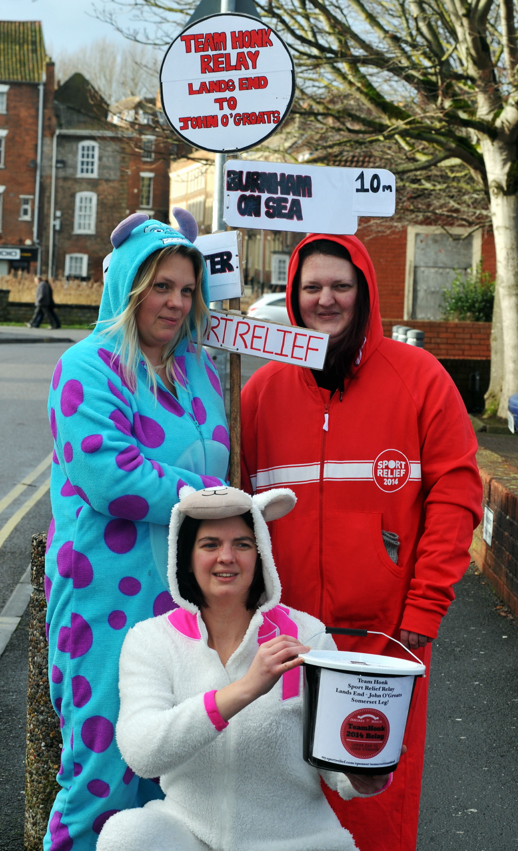 Poppy Coull (white), Tammy Ellis (blue) and Nicola Noad (red) in the Team Honk relay.