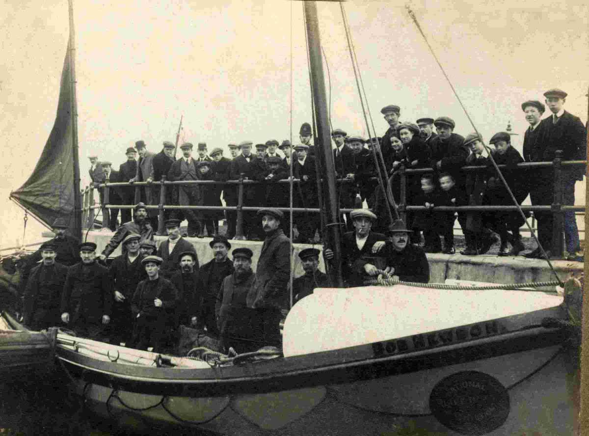 Bob Newbon and her crew at Custom House Quay