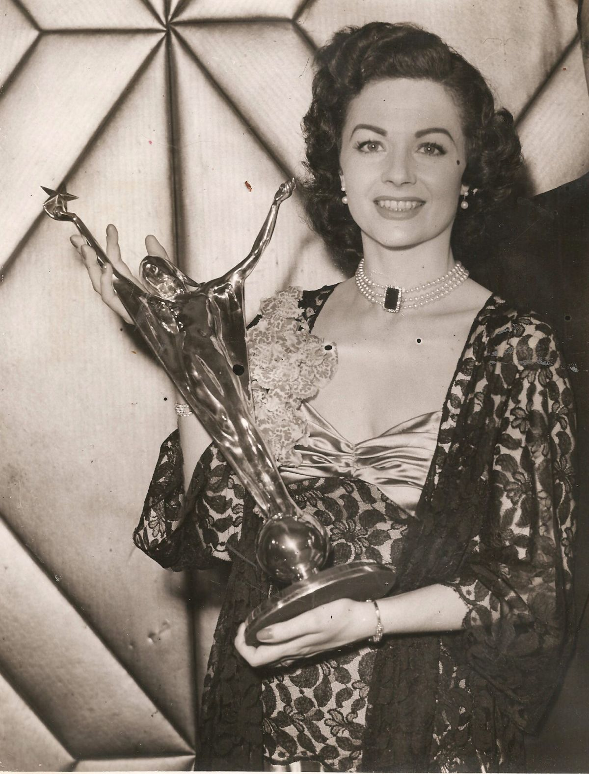 Jewellery belonging to film star Margaret Lockwood auctioned in Crewkerne