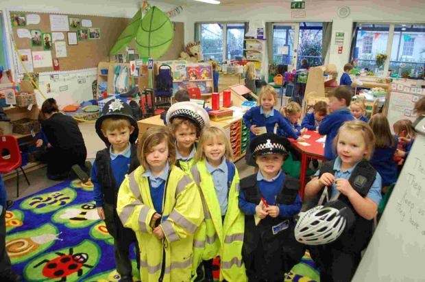 Police visit Falmouth primary pupils as part of 'people who help' lessons
