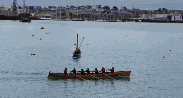 Fancy giving gig rowing a try? Helford club puts out the welcome mat