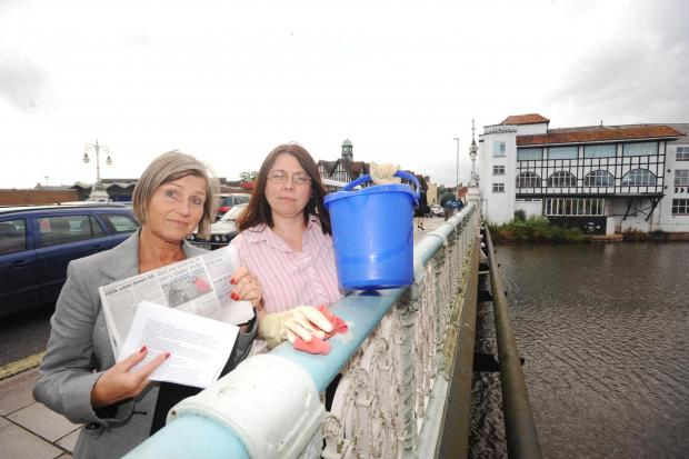 Public-spirited councllors told off for cleaning The Bridge in Taunton