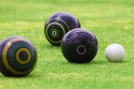 BOWLS: Burnham sneak close contast