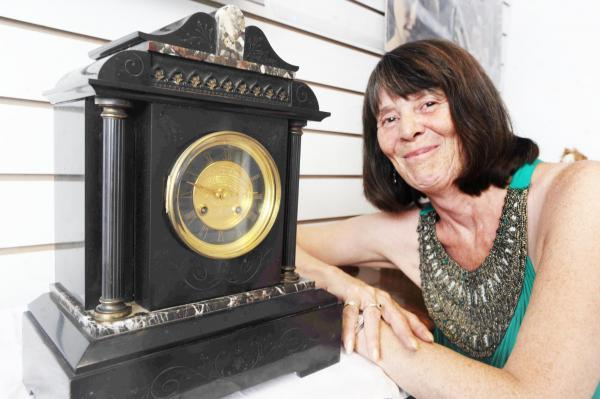 Historical clock restored from 20 pieces in Chard